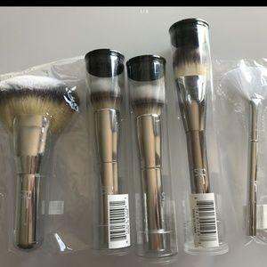 It Cosmetics Brush Lot